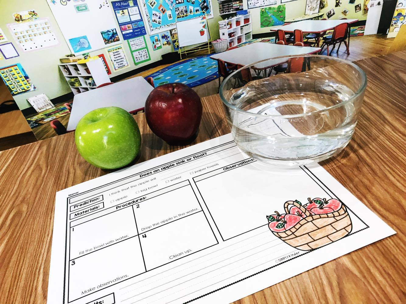 Easy to follow apple science experiments that your students will love. Our science follows the same format so the kids can focus on the science not the printable. Perfect for preschool, kindergarten, and first grade students.