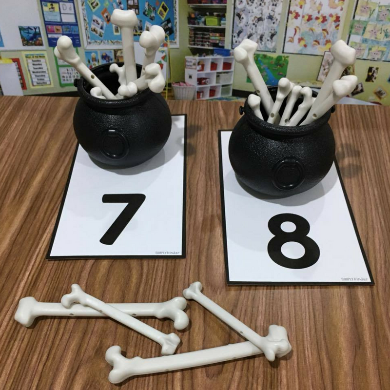 Calderon and Bones Counting Center with free counting mats. Kids will love this during Halloween.