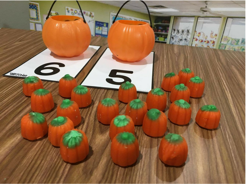 Candy Pumpkin Counting Center - Free counting mats for a fun Halloween Center for Kindergarten.