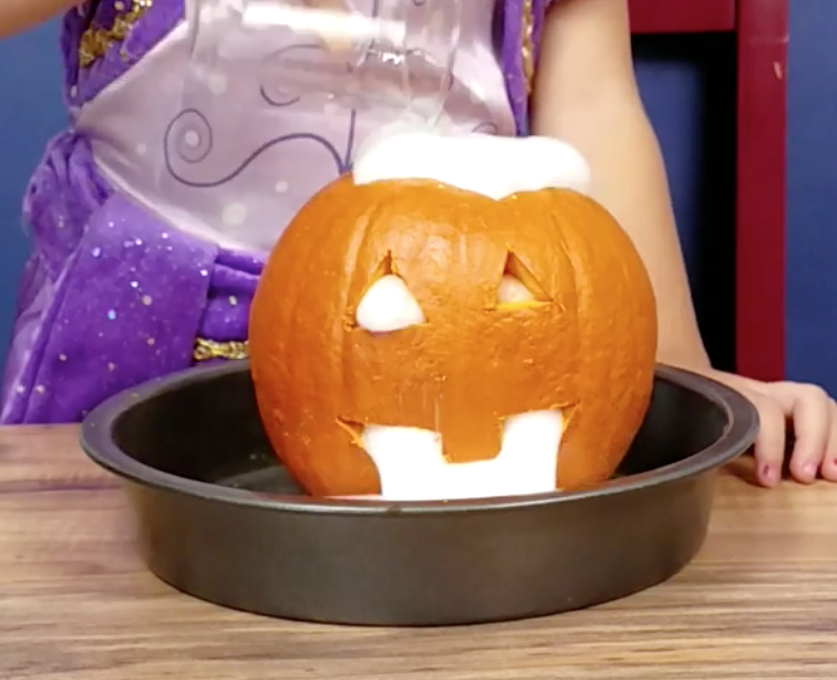 Pumpkin Science Activities for preschool, kindergarten, and first grades. Do these experiments that are easy to follow, fun, and full of science with your students from Simply Kinder.