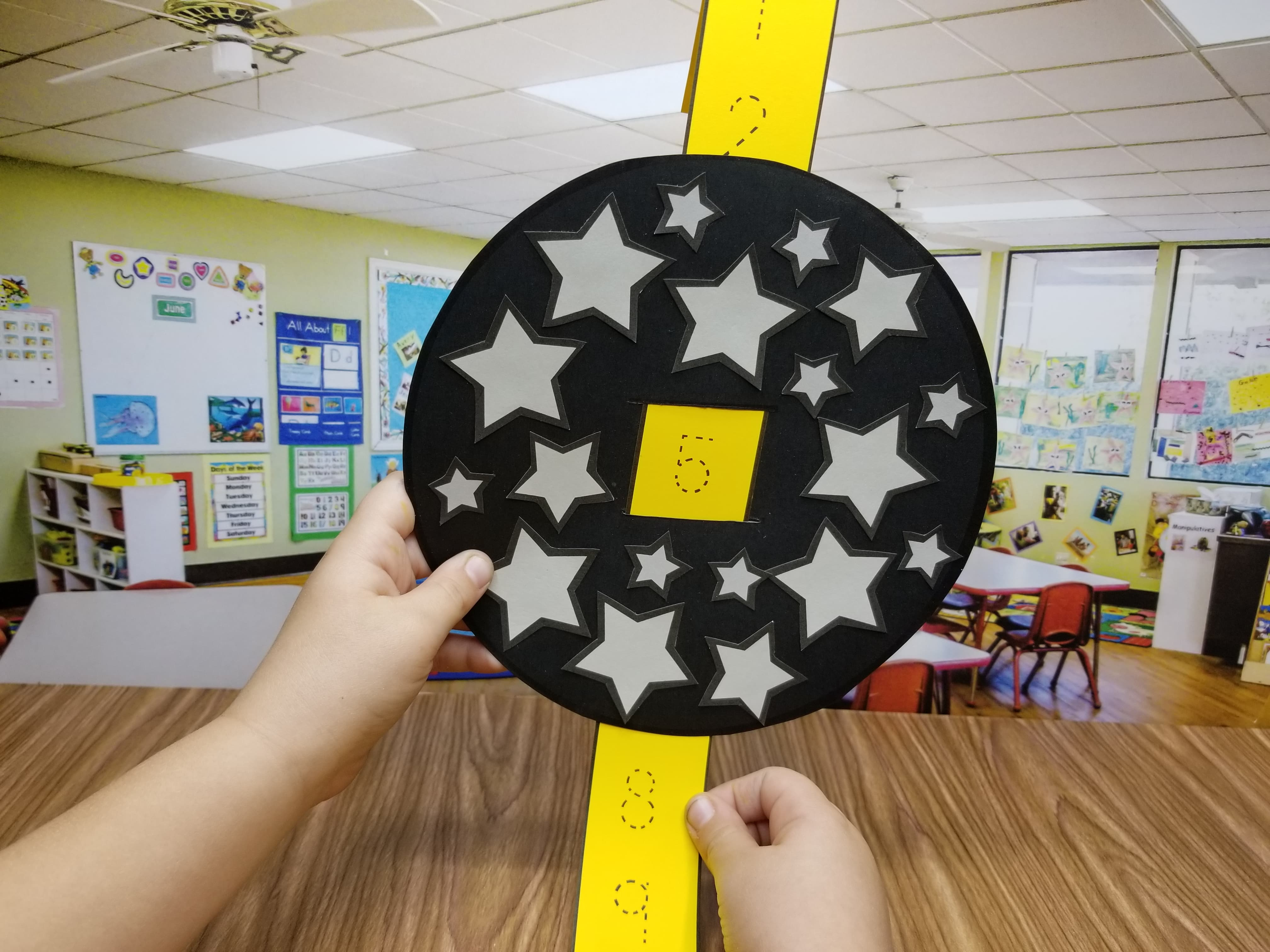 Countdown to the new year with this Countdown Ball! Students will put stars, trace the numbers, and then countdown to the new year from 20!